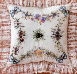 Brazilian Embroidery Design JDR 305: JDR Beginning Pillow